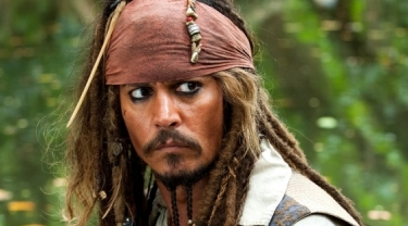 johnny-depp-in-the-pirates-of-the-caribbean-on-stranger-tides